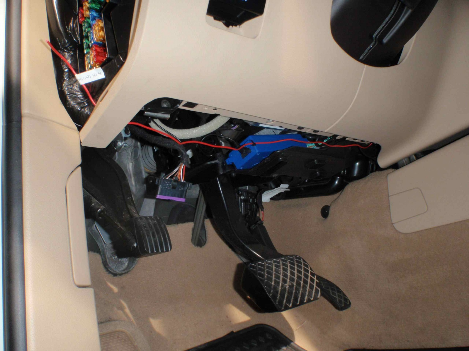 Diy 2008 Touareg 2 Parrot Ck3100 Bluetooth Hands Free Through Amp Car Fuse Box Wiring Click Image For Larger Version Name 28 Views 8112 Size 4349