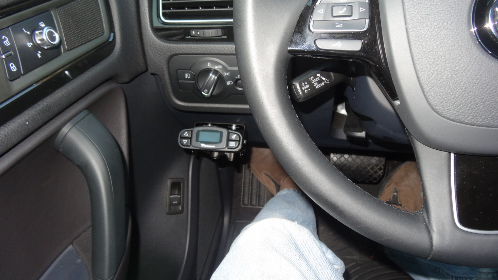 ... Click image for larger version Name: Lots of leg room around controller.jpg  Views
